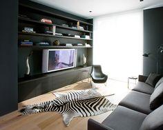 Sebrateppe på parkettgulv i moderne stue