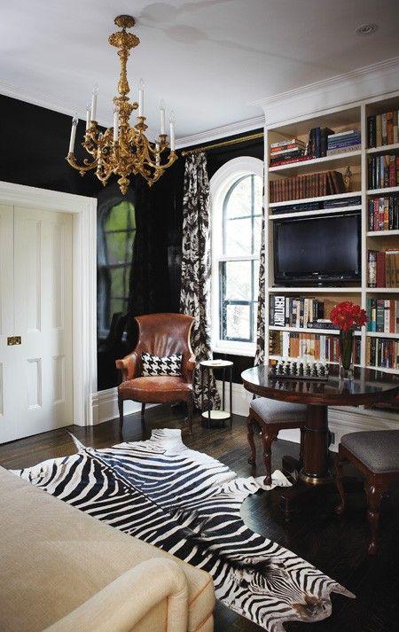 Magasinet House&Home presenterer dette rommet som et eksempel på smakfult interiør der sebraskinnet har en sentral posisjon.