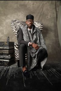 African DJ Black Coffee i stol med sebraskinn